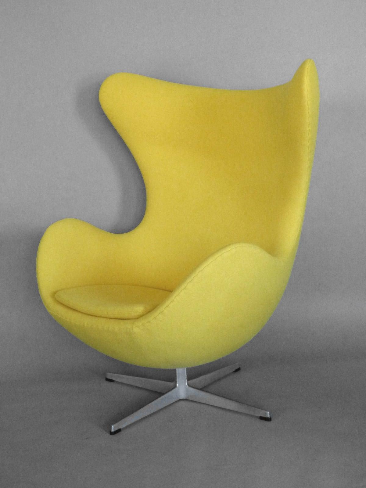 properly restored arne jacobsen egg chair for sale at 1stdibs. Black Bedroom Furniture Sets. Home Design Ideas