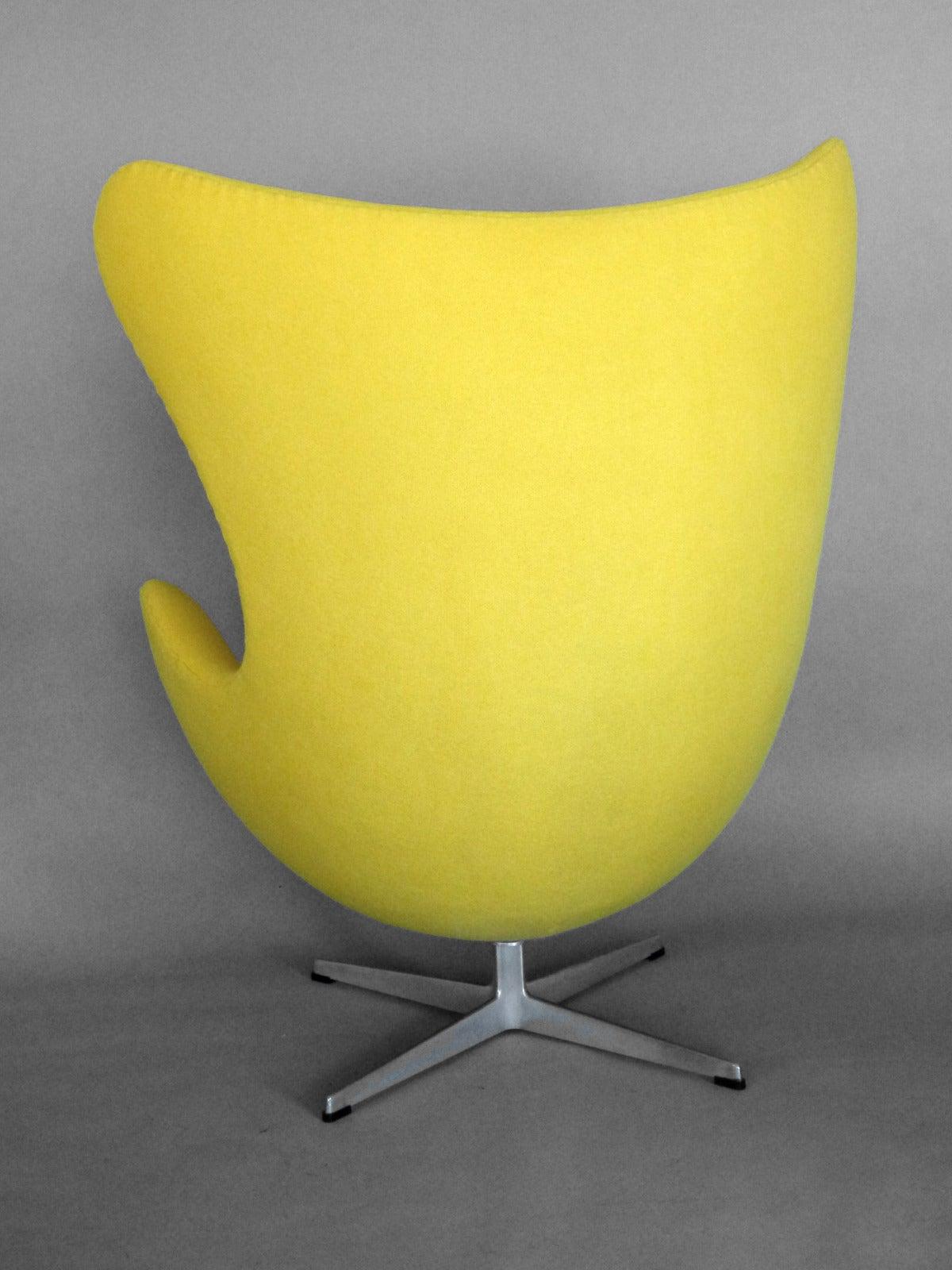 Mid-Century Modern Properly Restored Arne Jacobsen Egg Chair For Sale