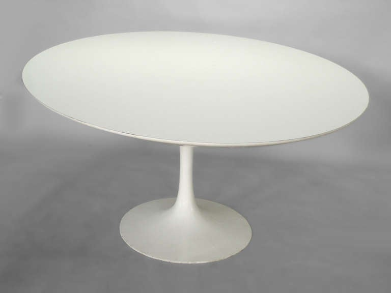 Large White Oval Dining Table By Eero Saarinen For Knoll At Stdibs - Saarinen dining table