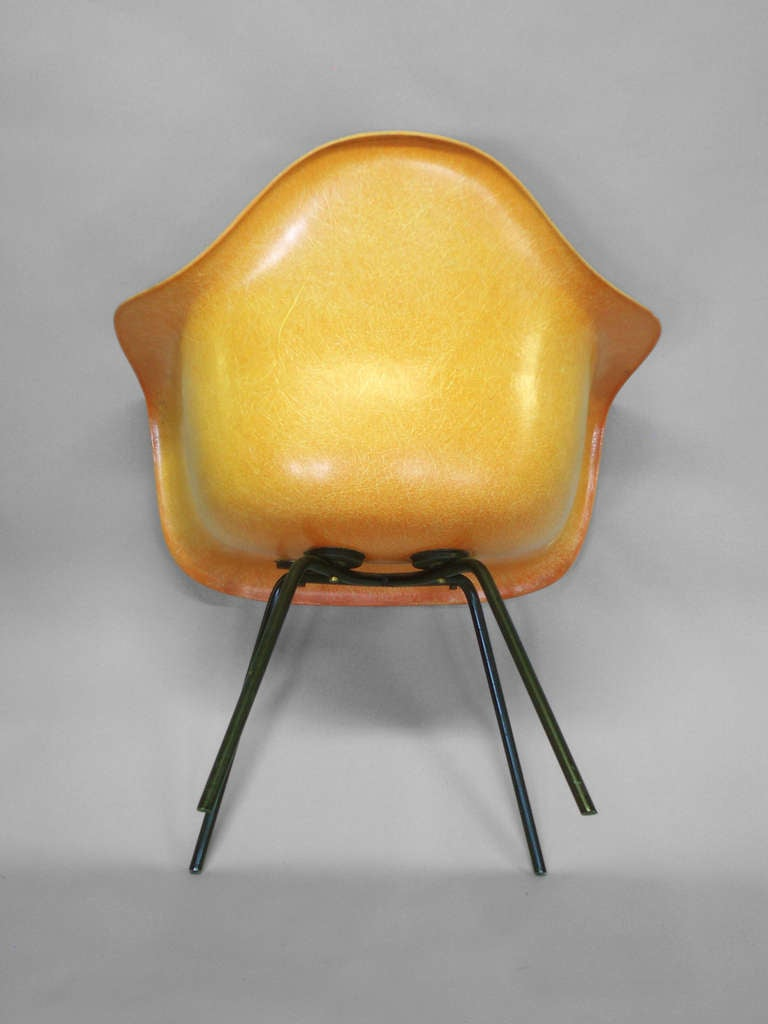 eames fiberglass shell chairs by charles and ray eames at. Black Bedroom Furniture Sets. Home Design Ideas