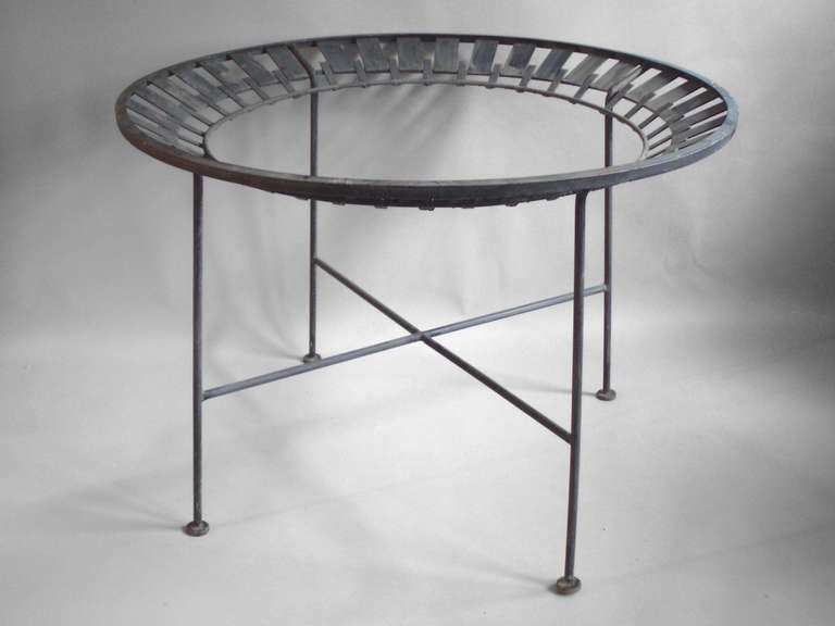 Round Wrought Iron Dining Table by Salterini For Sale at  : salterninidiningtabled1l from www.1stdibs.com size 768 x 576 jpeg 28kB