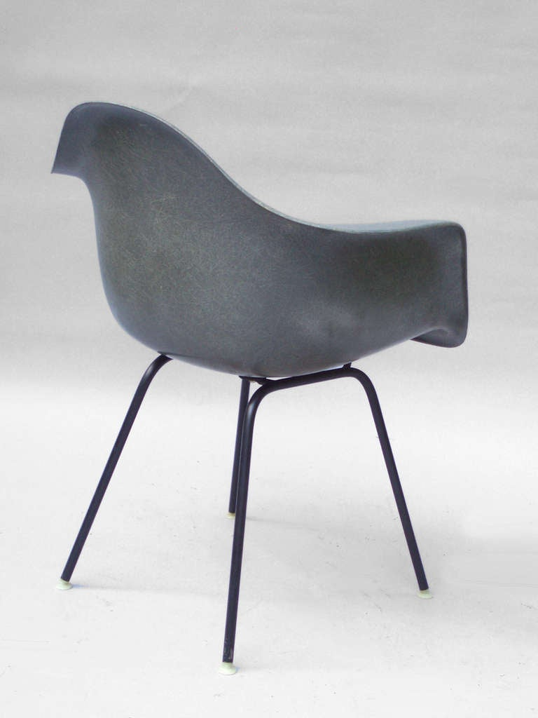 dark gray green fiberglass chair by charles and ray eames. Black Bedroom Furniture Sets. Home Design Ideas