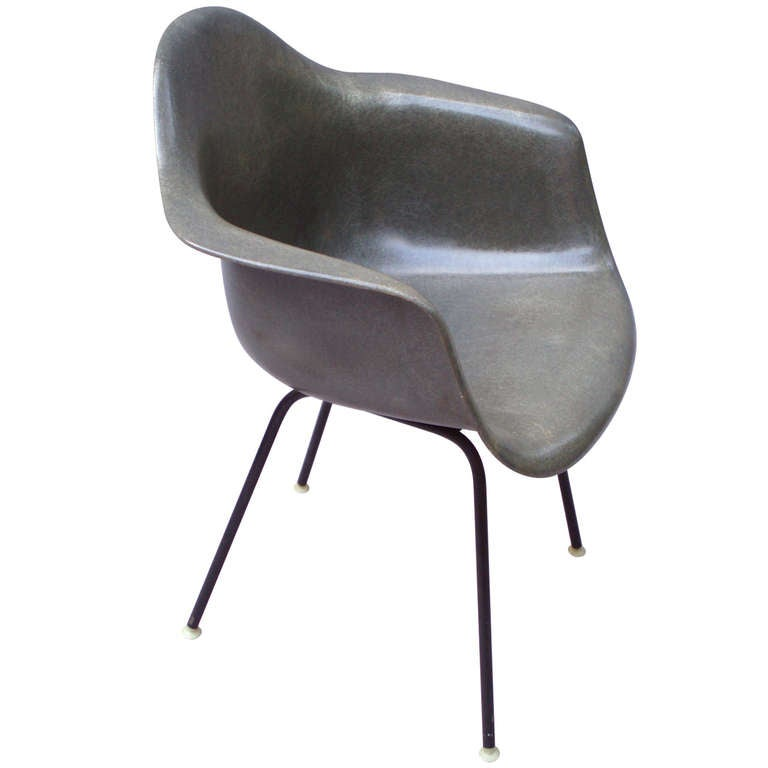 dark gray fiberglass chair by charles and ray eames for. Black Bedroom Furniture Sets. Home Design Ideas