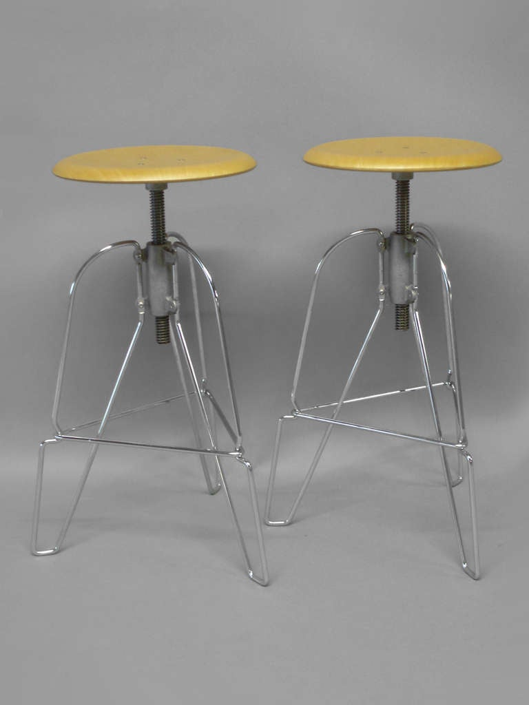 Mid-Century Modern Pair of Industrial Chic Steel and Wood Adjustable Bar Stools For Sale