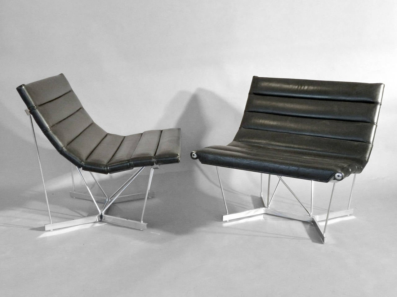 Pair of chairs by George Nelson for Herman Miller, white disc label.