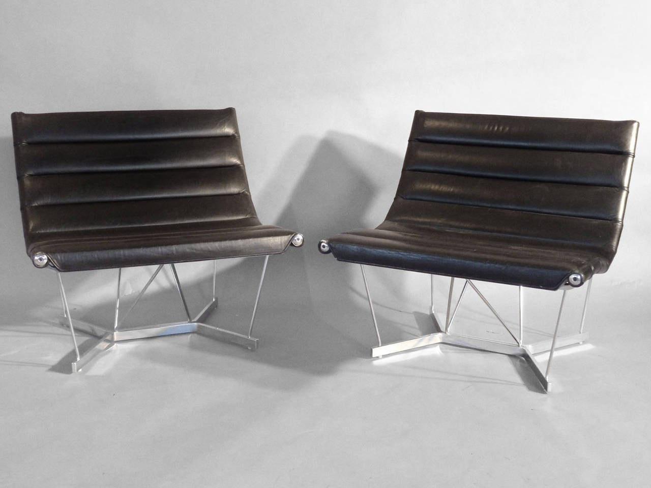 Scarce Pair of George Nelson Chrome Base Leather Catenary Chairs In Excellent Condition For Sale In Ferndale, MI