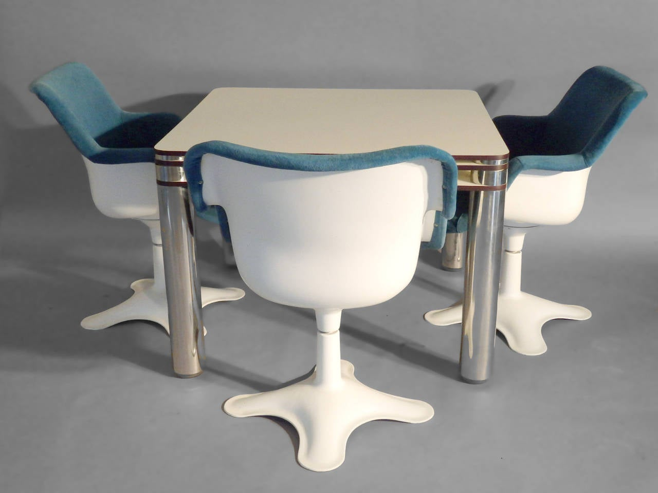 Post modern italian poker game table with four swivel for Contemporary game table and chairs