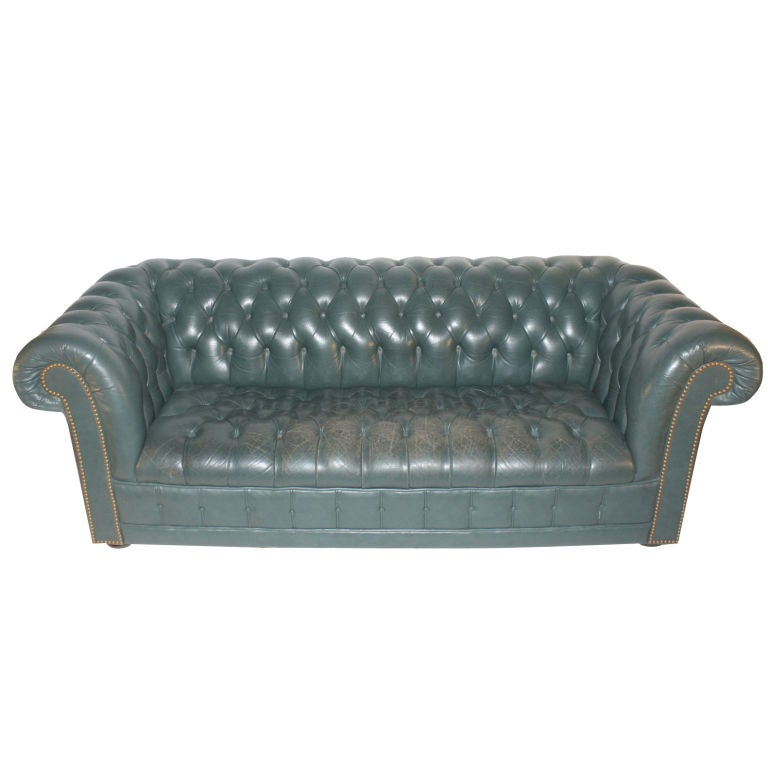 Leather chesterfield tuxedo box style sofa at 1stdibs for Decor jewelry chesterfield