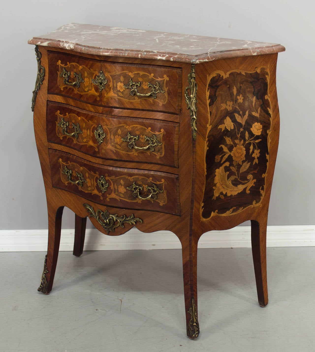 19th century louis xv style commode at 1stdibs. Black Bedroom Furniture Sets. Home Design Ideas