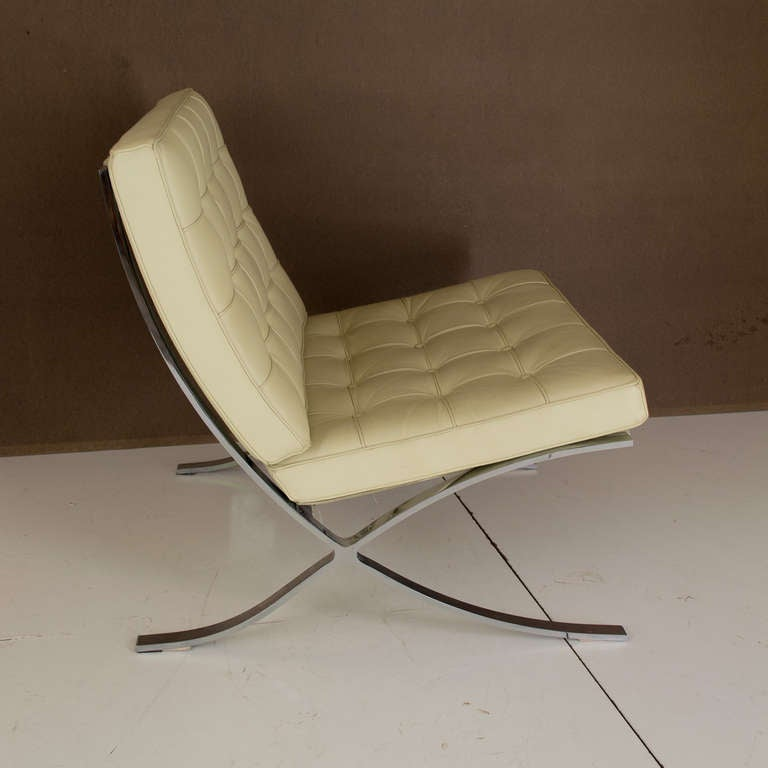 Reproduction barcelona chair at 1stdibs for Barcelona chaise replica