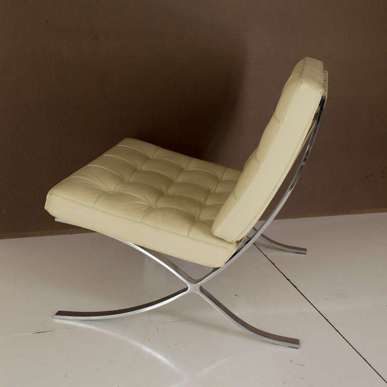Reproduction barcelona chair at 1stdibs for Barcelona chair replica schweiz