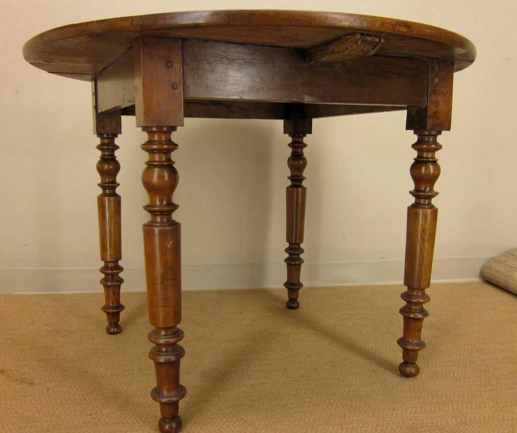 A louis philippe style round table at 1stdibs for Table ronde louis philippe