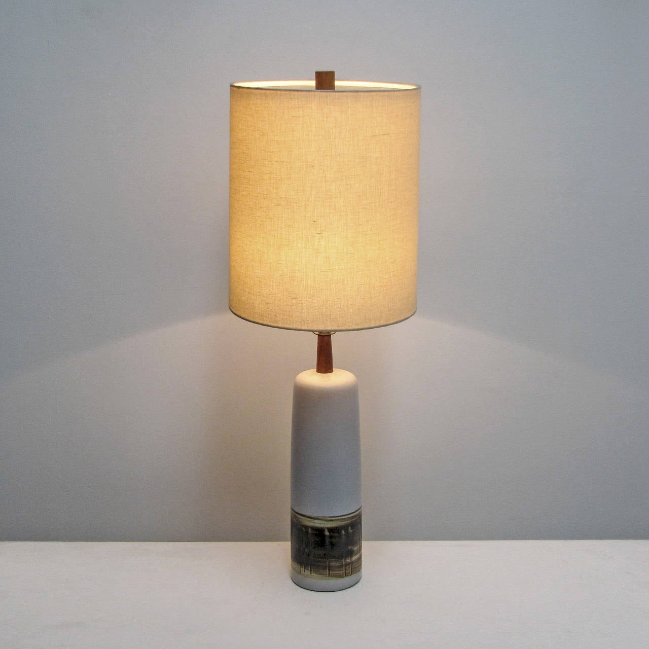 pair of large martz table lamps for sale at 1stdibs. Black Bedroom Furniture Sets. Home Design Ideas