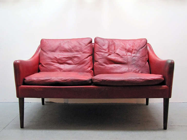 rare petite red leather settee model 800/2 by Hans Olsen for CS Mobler, in original patinated condition, marked