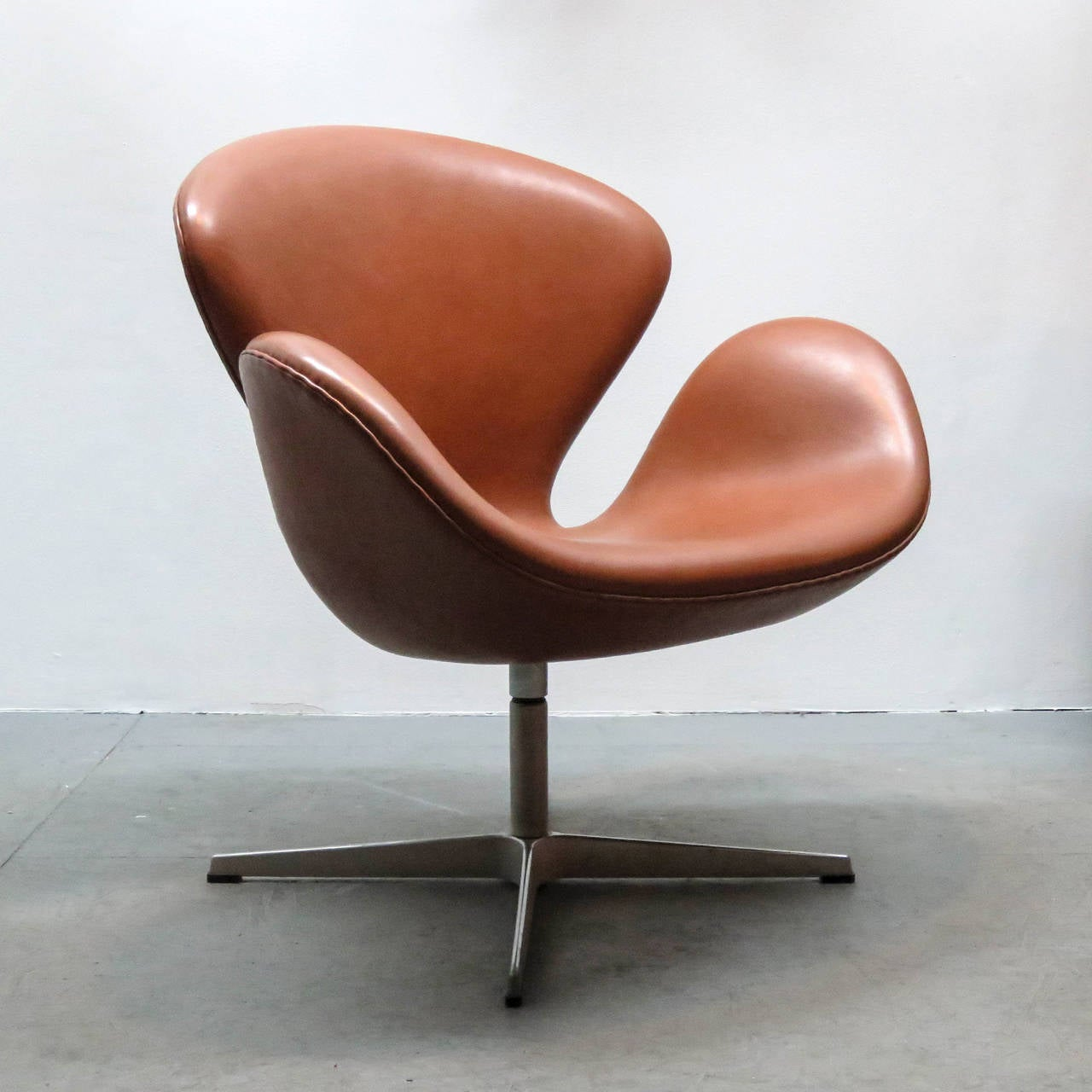 arne jacobsen swan chair model 3320 at 1stdibs. Black Bedroom Furniture Sets. Home Design Ideas