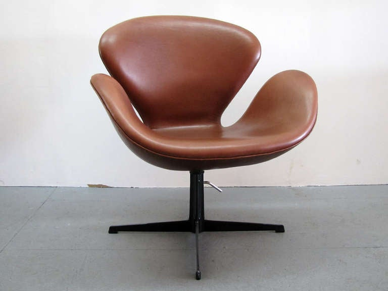 Arne Jacobsen Swan Chair Model 3320 At 1stdibs