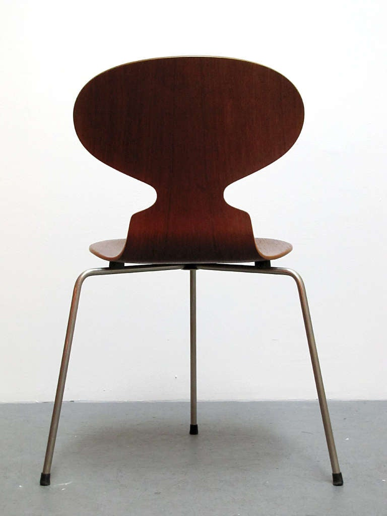 Trio of arne jacobsen ant chairs for sale at 1stdibs for Arne jacobsen chaise