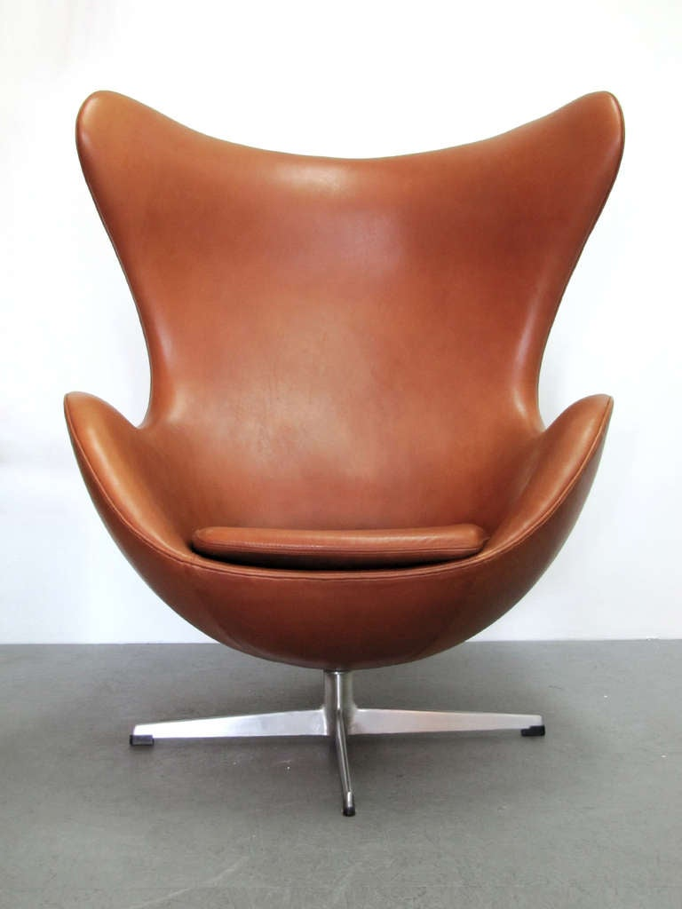 Vintage 1960u0027s Arne Jacobsen Lounge Chair Model 3316