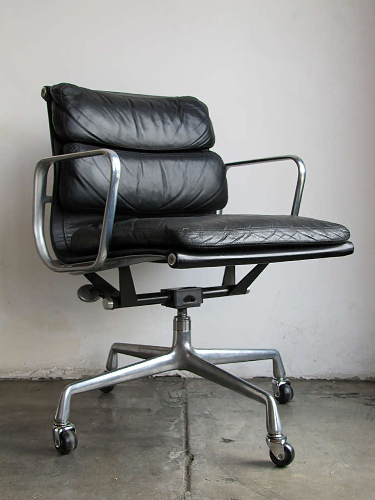 charles and ray eames soft pad desk chair at 1stdibs. Black Bedroom Furniture Sets. Home Design Ideas