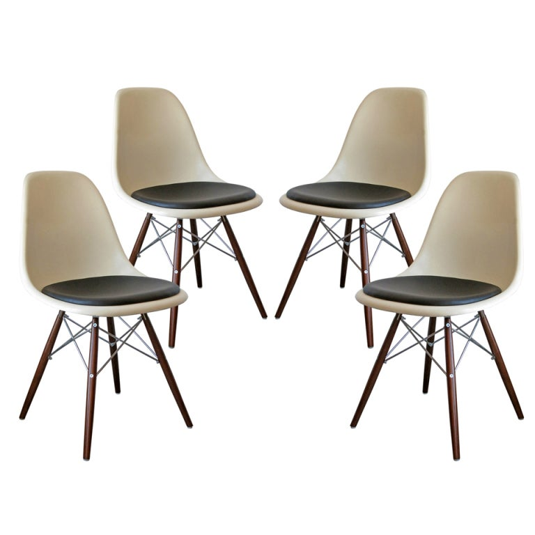 set of four dsw charles and ray eames chairs at 1stdibs. Black Bedroom Furniture Sets. Home Design Ideas