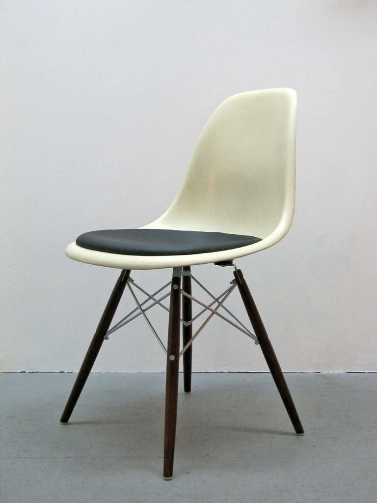 Set of four dsw charles and ray eames chairs at 1stdibs for Dsw charles eames