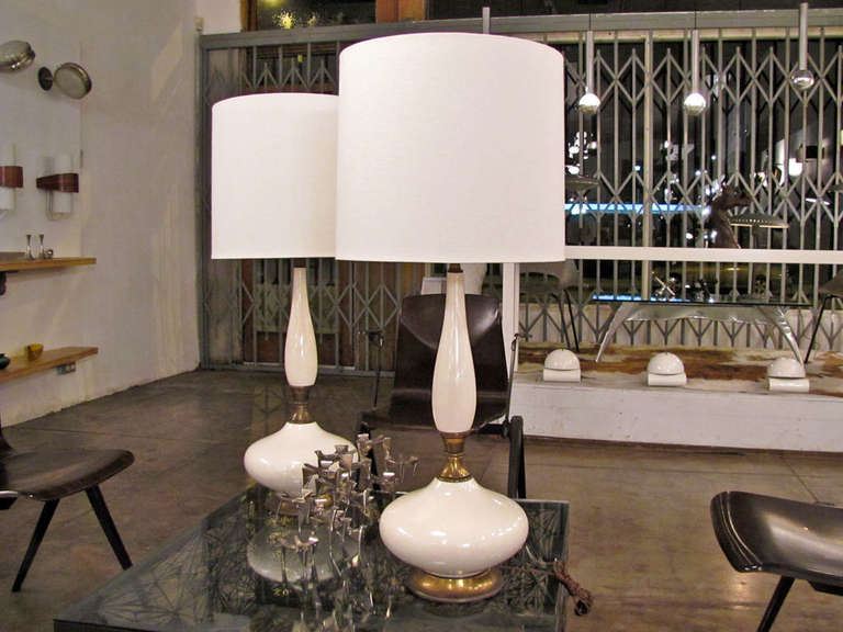 Mid-Century Modern Pair of Tall Ceramic Table Lamps For Sale