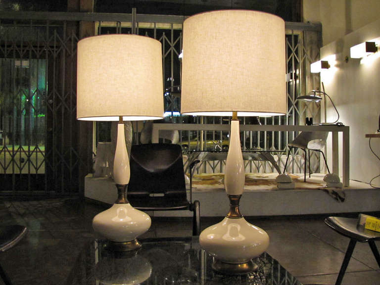 Mid-20th Century Pair of Tall Ceramic Table Lamps For Sale