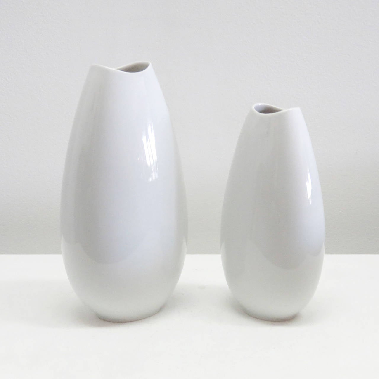 Mid-Century Modern Set of Thomas Vases For Sale
