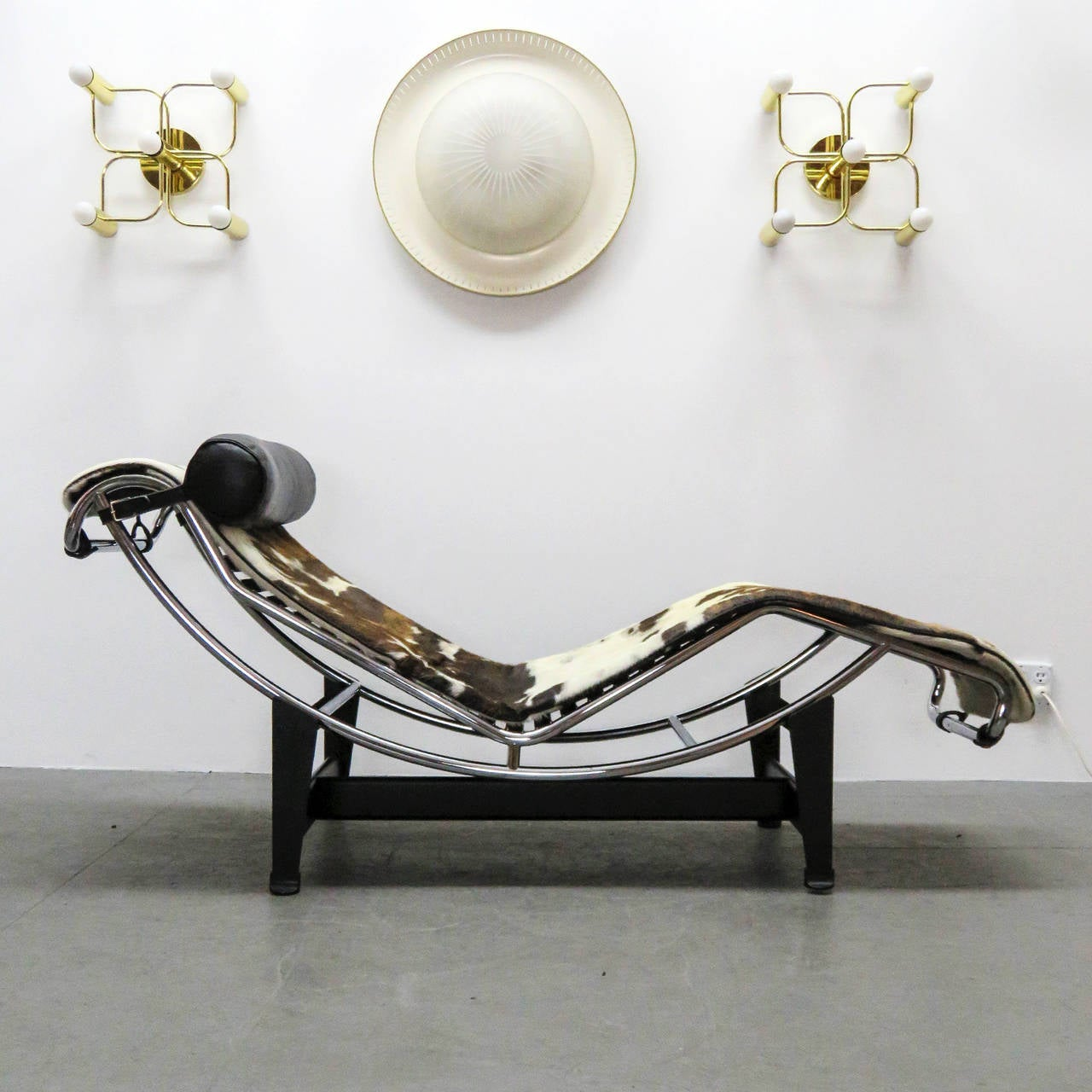 lc4 chaise by le corbusier at 1stdibs. Black Bedroom Furniture Sets. Home Design Ideas