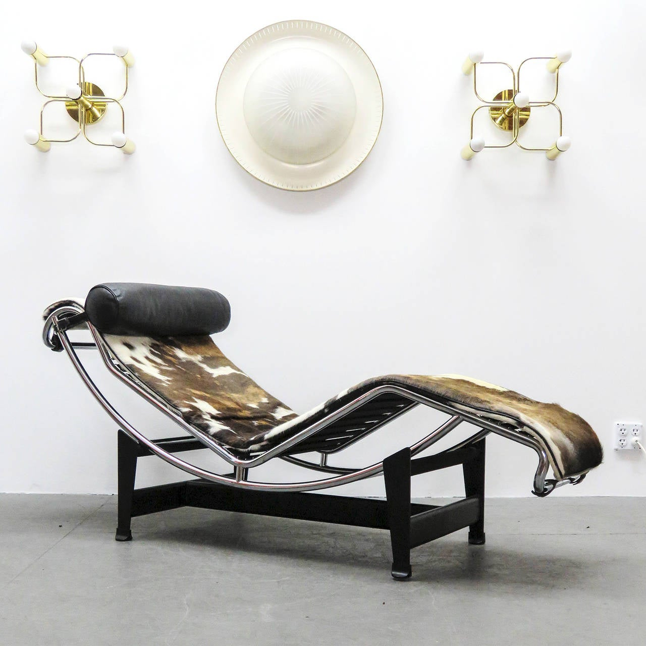 Lc4 chaise by le corbusier at 1stdibs for Chaise corbusier