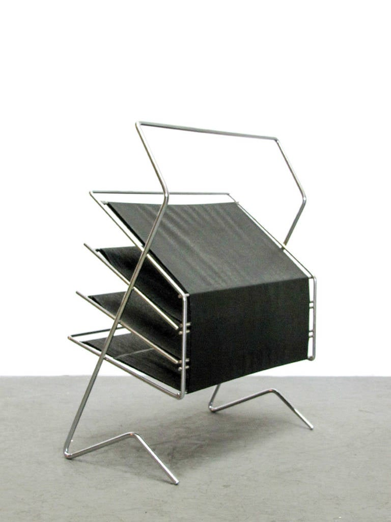 German 1960s Magazine Rack In Excellent Condition For Sale In Los Angeles, CA