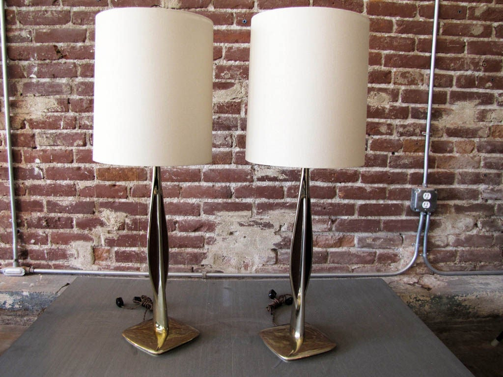Mid-Century Modern Pair of Laurel Table Lamps For Sale