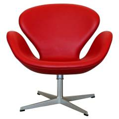 "Arne Jacobsen ""Swan Chair"" by Fritz Hansen"