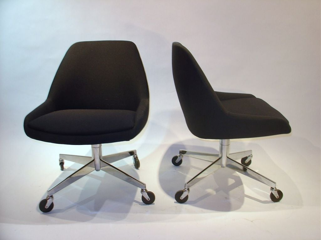 Set Of Four Steelcase Chairs On Casters At 1stdibs