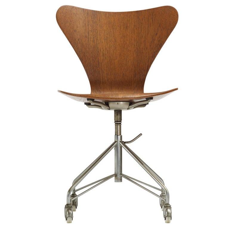 sevener chair model 3117 by arne jacobsen for fritz. Black Bedroom Furniture Sets. Home Design Ideas