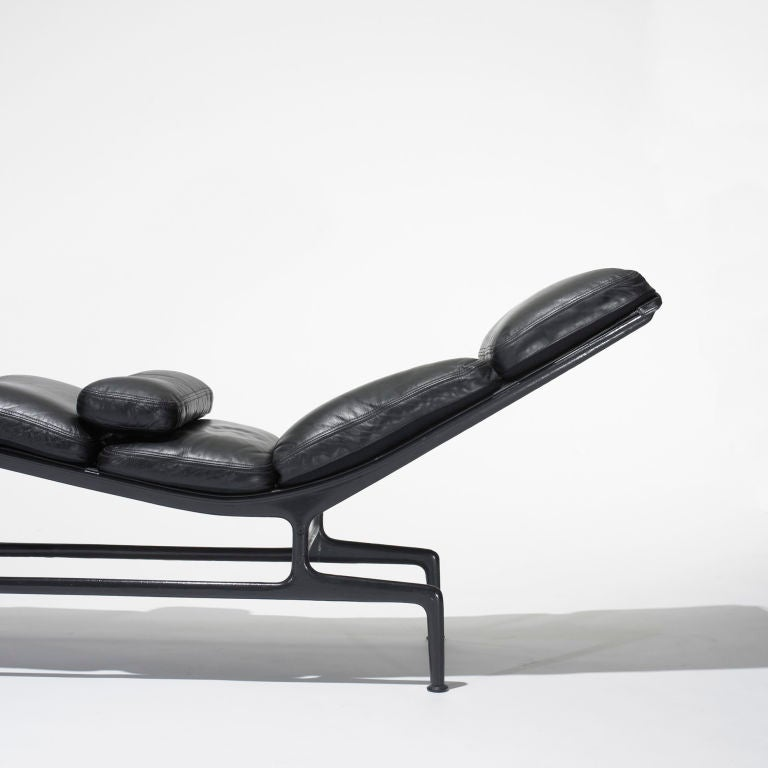 Billy wilder chaise by charles and ray eames at 1stdibs for Chaises charles eames originales