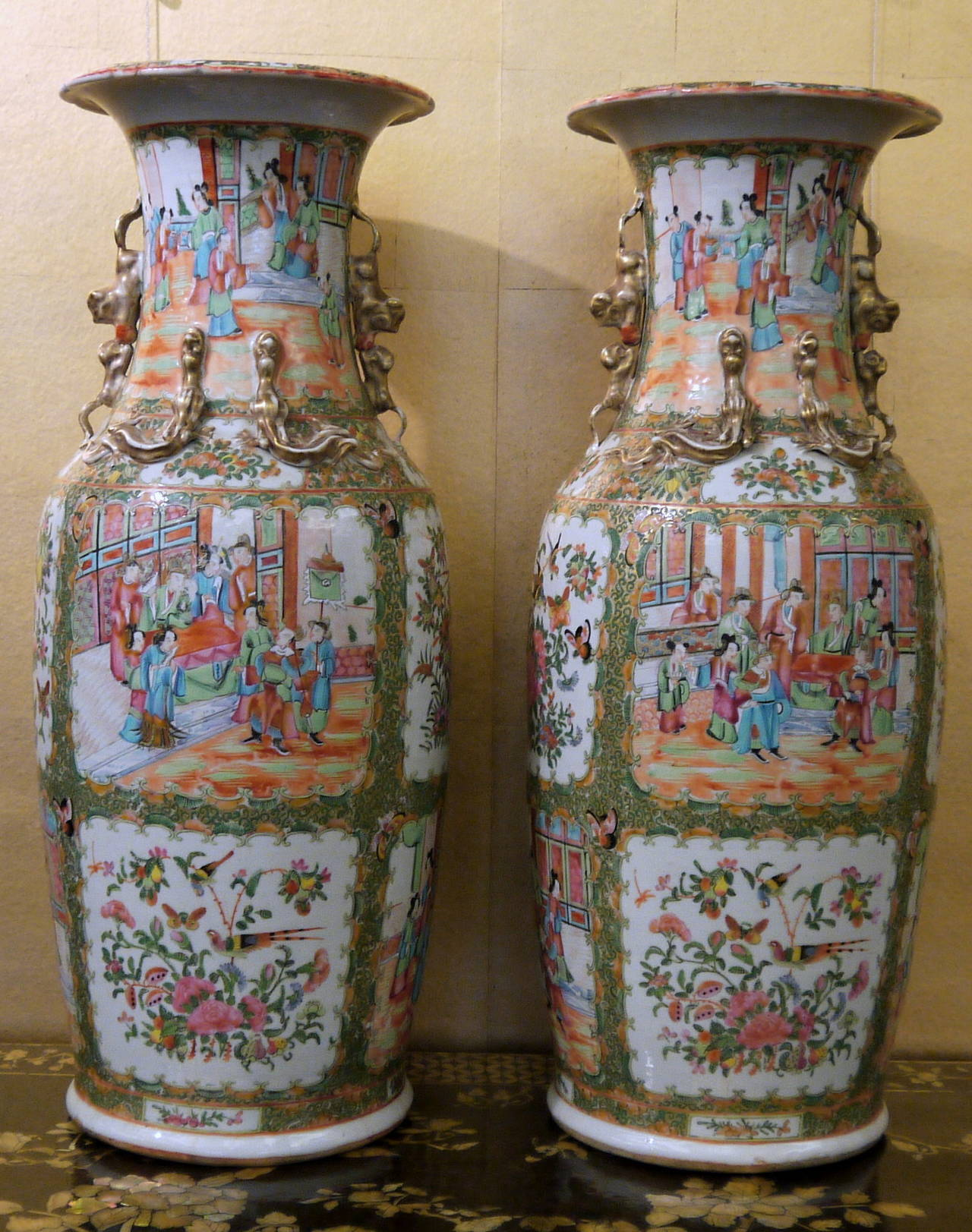 Pair of large chinese rose canton vases at 1stdibs a beautiful and large pair of vases with alternating reserves of figures in interior scenes reviewsmspy