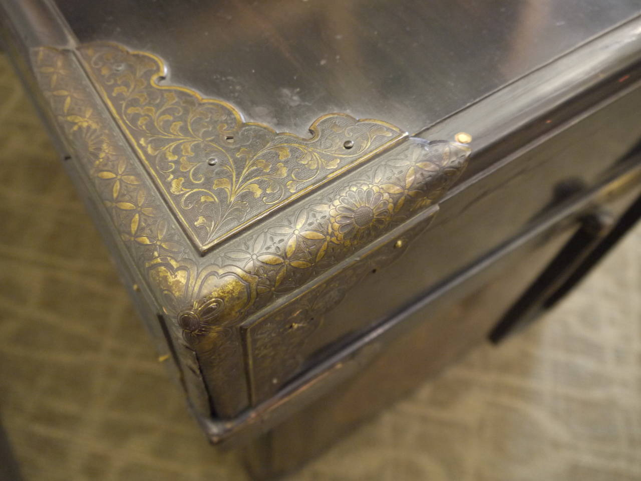 Huge Japanese Lacquer Trunk with Gold Crests For Sale 3