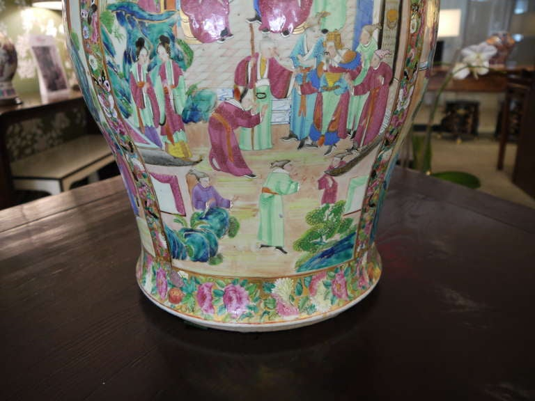 Large Chinese Temple Jar In Excellent Condition For Sale In New York, NY