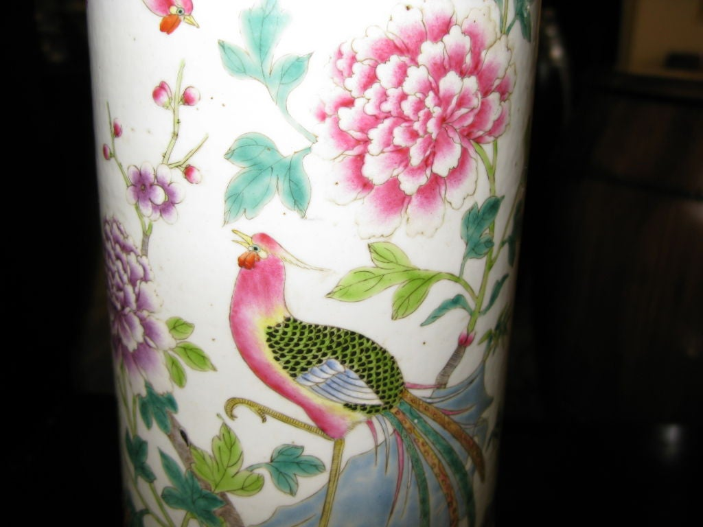 Chinese Famille Rose Beaker Shaped Vase In Excellent Condition For Sale In New York, NY