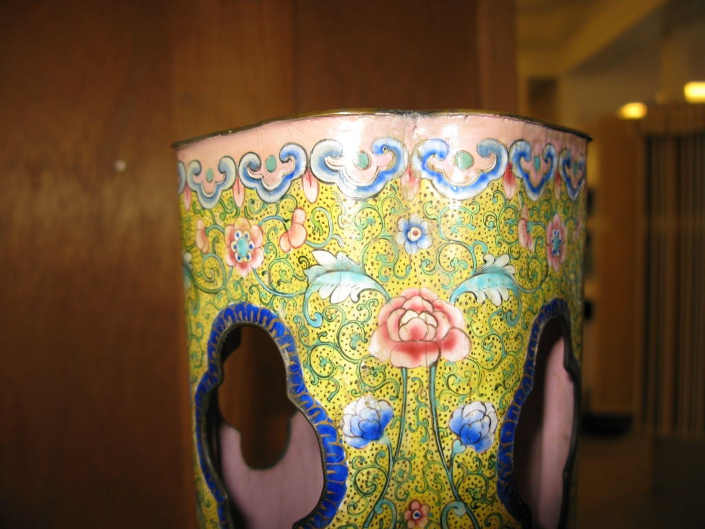 Antique Chinese Yellow Enamel Vase In Good Condition For Sale In New York, NY