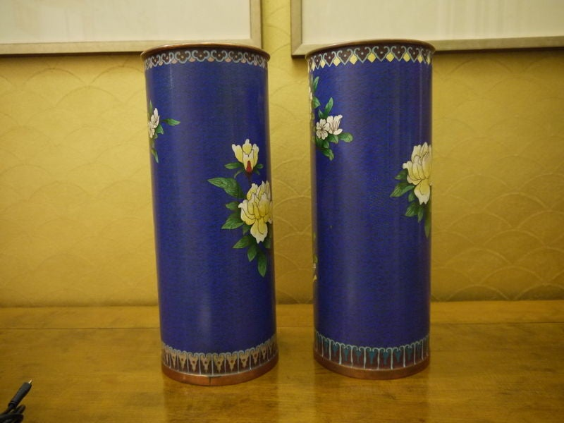 Pair of Cloisonne Vases In Excellent Condition For Sale In New York, NY