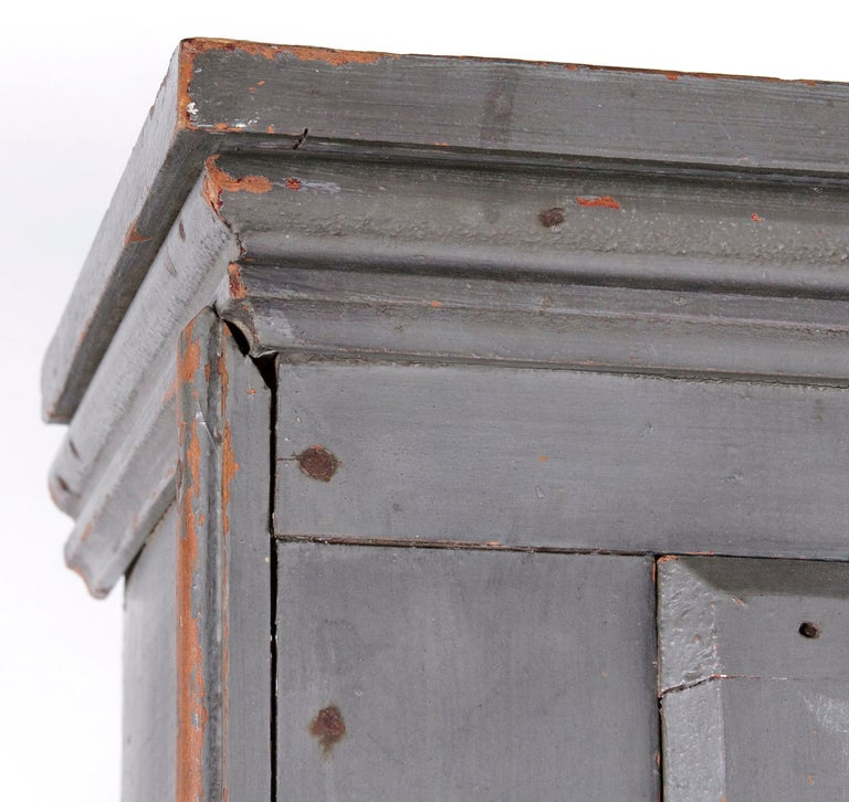 Narrow Make-Do Pennsylvania Cupboard in Grey Paint, Late 19th Century For Sale 4