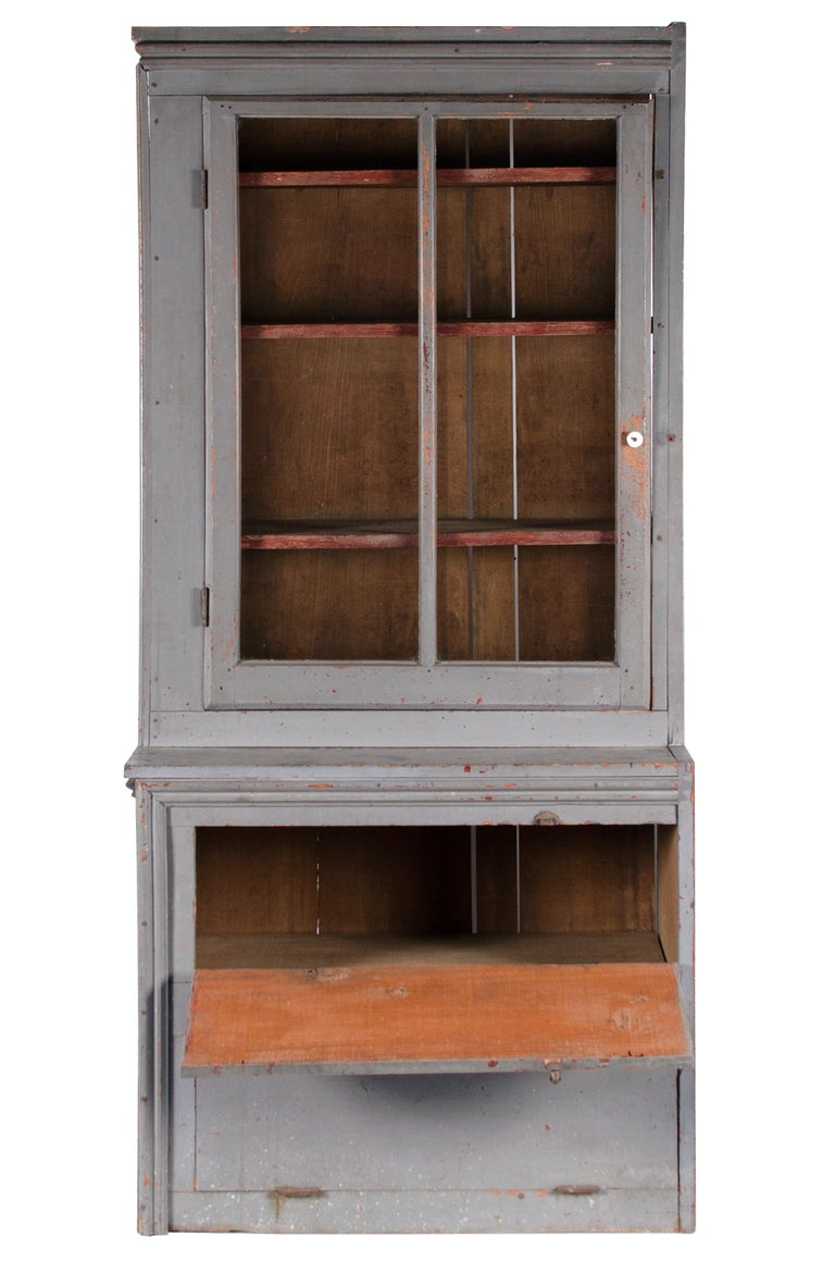 20th Century Narrow Make-Do Pennsylvania Cupboard in Grey Paint, Late 19th Century For Sale