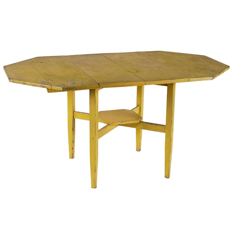 Antique country primitive table in chrome yellow paint for Yellow painted table