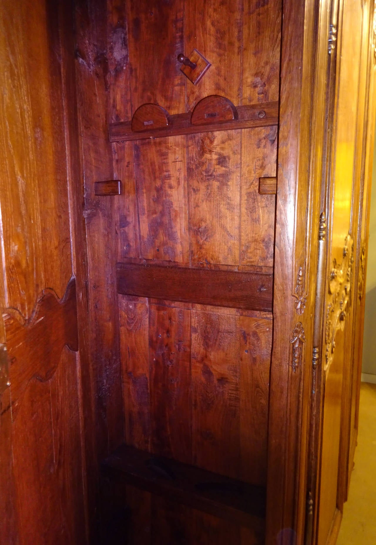 18th Century French Large Oak Armoire Or Gun Cabinet For Sale 4