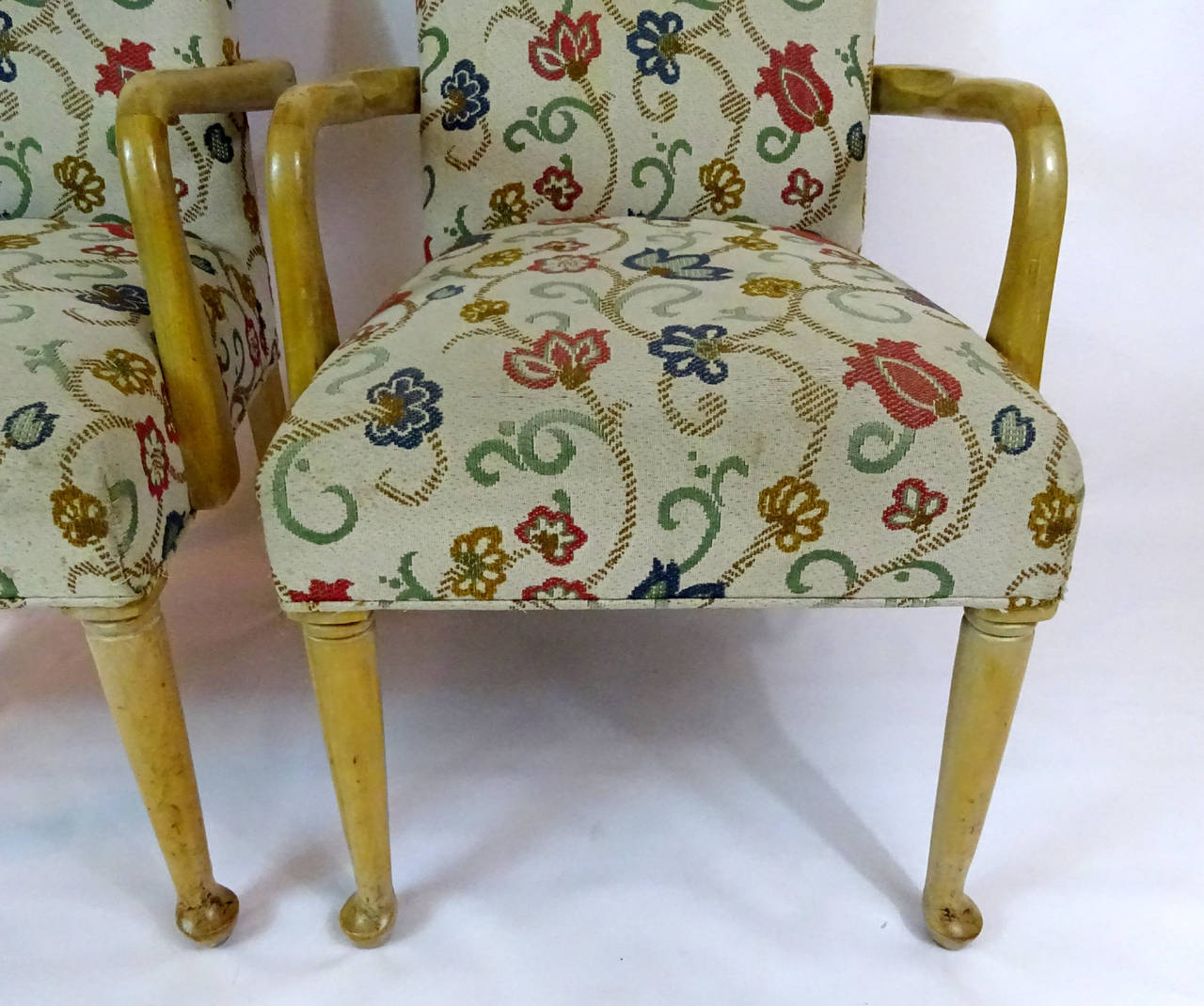 Pair of 20th century modern queen anne style armchairs for for Modern queen anne furniture