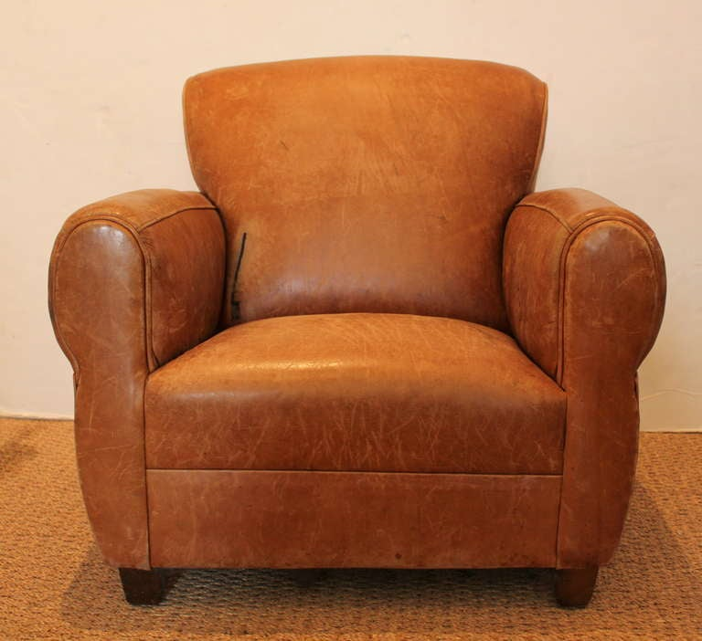 petite leather club chair for sale at 1stdibs. Black Bedroom Furniture Sets. Home Design Ideas
