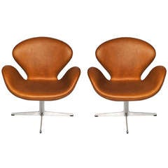 Arne Jacobsen Swan chairs for Fritz Hansen (2 Chairs)
