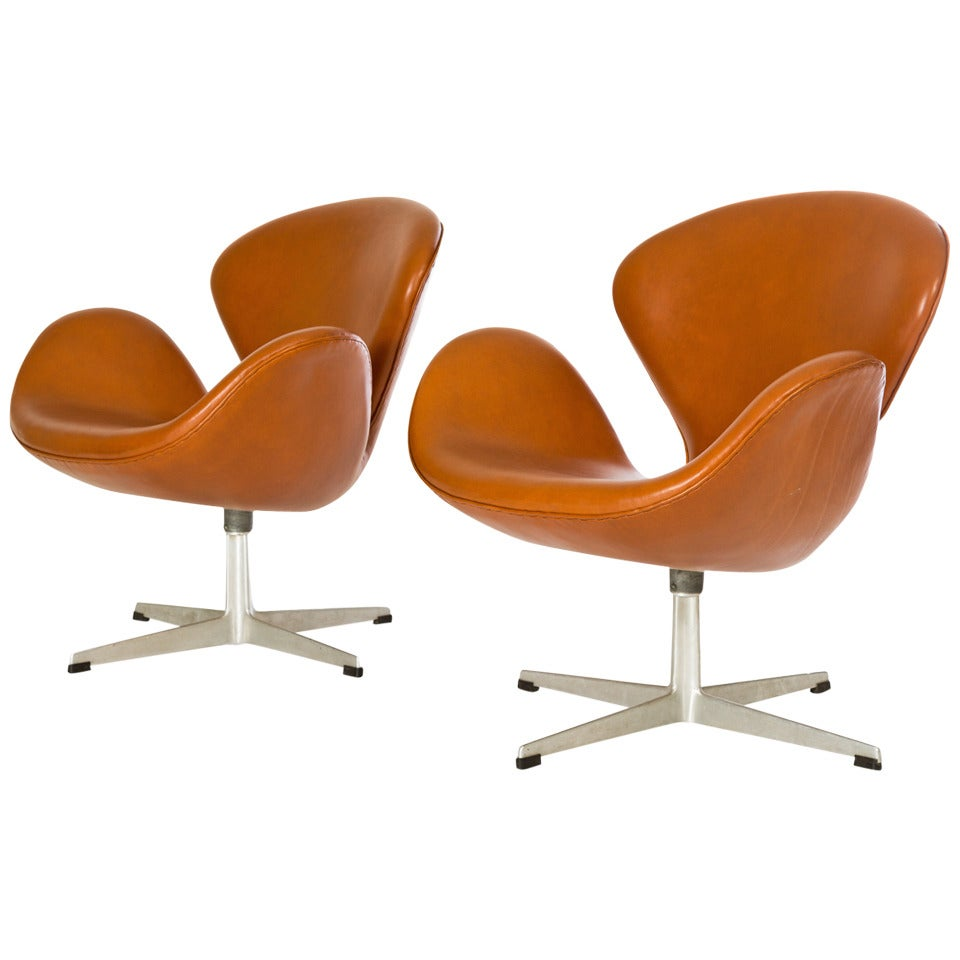 pair of arne jacobsen swan chairs at 1stdibs. Black Bedroom Furniture Sets. Home Design Ideas